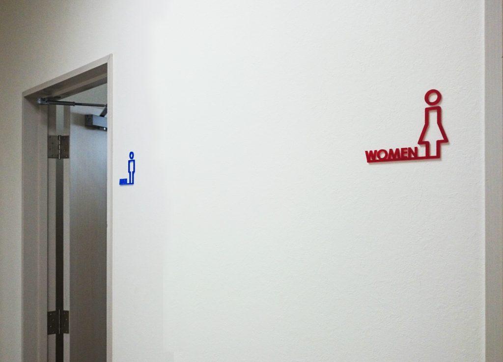 トイレサイン おしゃれ アクリル トイレ 看板 プレート オリジナル アクリル切り文字 サインプレート デザイン