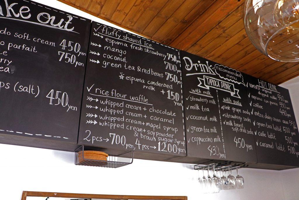 カフェ 黒板 ボード ブラックボード メニュー 手書き カフェ デザイン アクリル文字 米粉カフェ コンフォルタ おしゃれ かわいい アクリル 文字サイン 山形 米沢