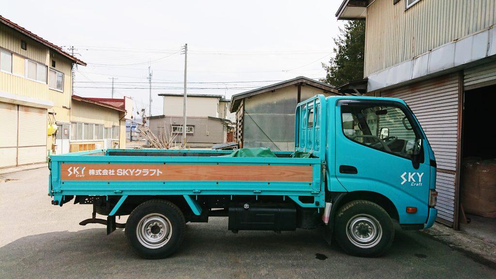 トラック マーキング デザイン 木目 SKYクラフト グリーン 建具 家具 ロゴ ラッピング カーラッピング